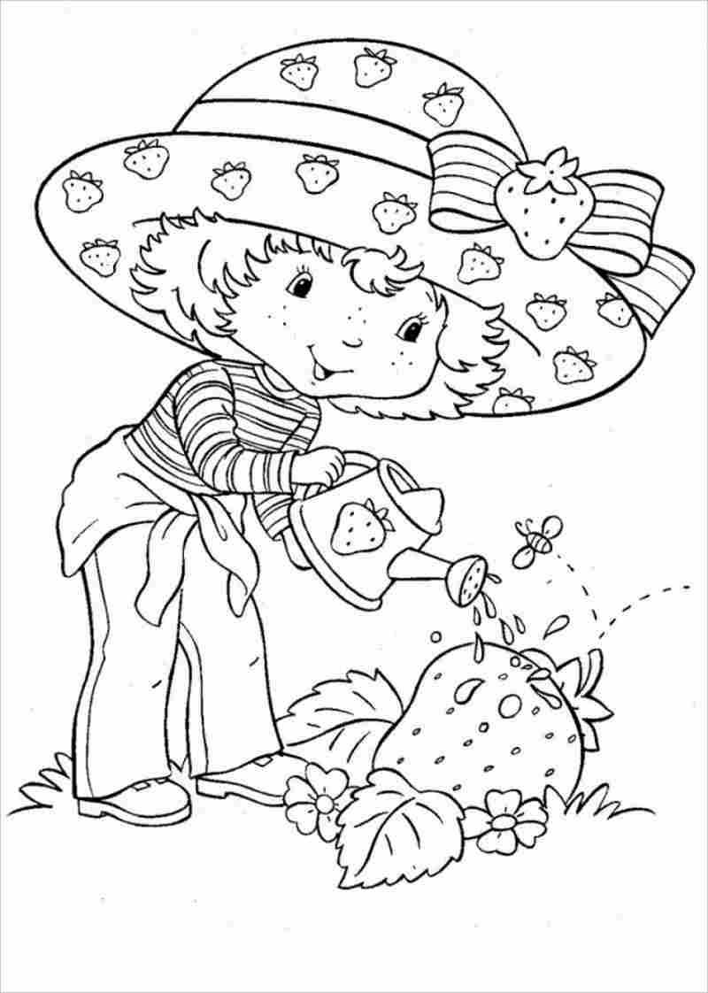 hình ảnh bé tưới nước cho cây dâu tây