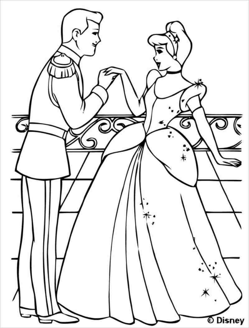 hình ảnh hoàng tử nhìn Lọ lem âu yếm