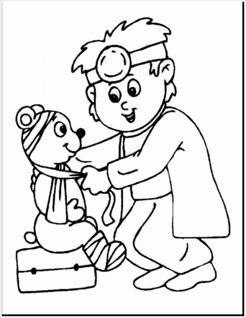 Khi những cậu nhóc nhà mình băng bó cho chú gấu bị thương.