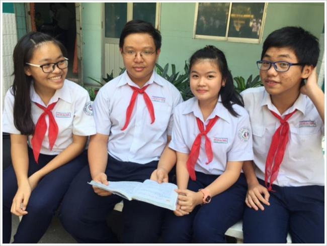 học sinh giải đề thi thử môn Văn đầu vào lớp 10 huyện Yên Lạc năm 2018
