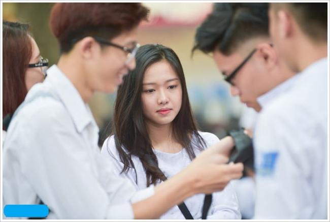 học sinh giải đề Văn thi thử đầu vào lớp 10 THPT tỉnh Bắc Giang
