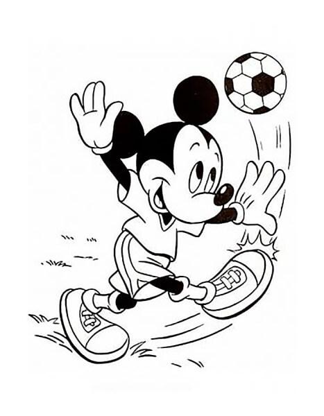 Chuột Mickey đang đá bóng