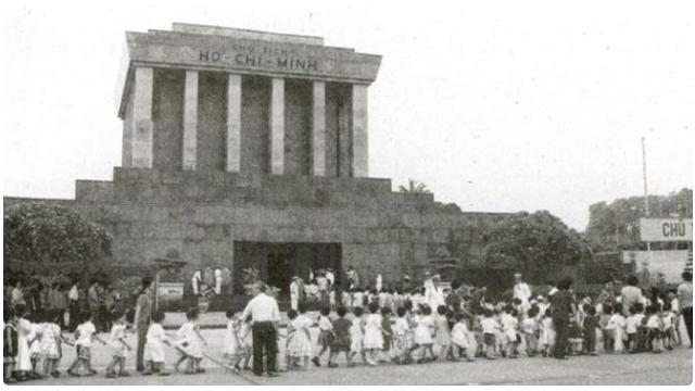Hình ảnh viếng lăng Chủ tịch Hồ Chí Minh