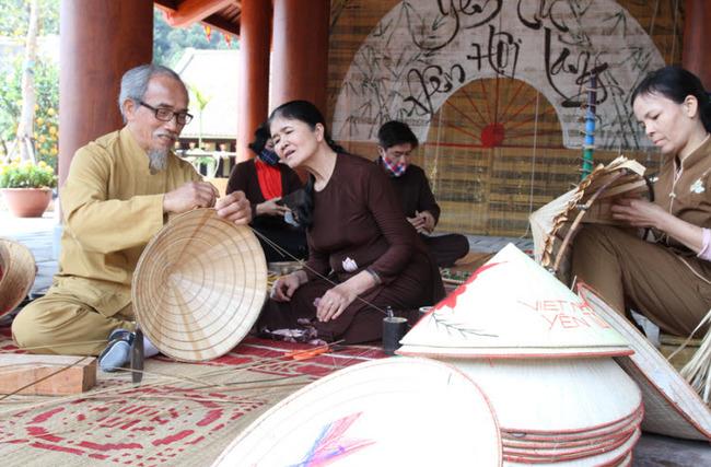 Thuyết minh về chiếc nón lá Việt Nam: kinh nghiệm từ cha ông